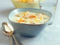 Cremige Gemüsesuppe mit Lachs
