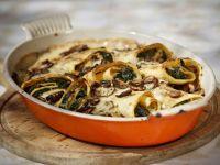 Crêpe mit Spinat und Pilzen gefüllt