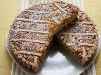 Crostata mit Pinienkernen und Honig