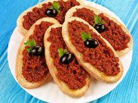 Crostini mit Tomatenpesto