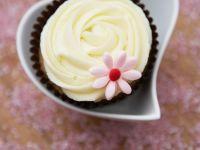 Cupcakes mit weißem Schokoladenfrosting