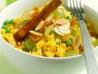 Curry-Reis mit Trauben