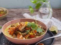 Currysuppe mit Gemüse und Knuspertofu