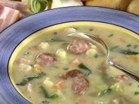 Deftige Kartoffelsuppe mit Bauchfleisch und Mettwurst