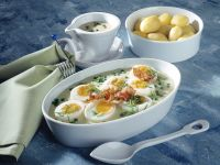 Eier in Erbsen-Senfsauce