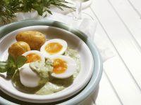 Eier in Kräuterrahm mit Kartoffeln