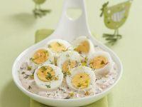 Eier in Mayonnaise mit Meerrettich, Rübchen und Sprossen