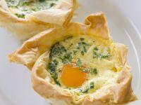 Eier-Speck-Törtchen aus Filoteig