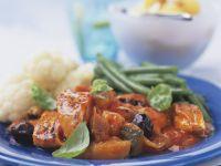 Eintopf aus Gemüse mit Süßkartoffeln und Zucchini