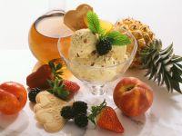 Eis mit Rum-Früchten