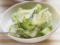 Eiskalter Gurken-Joghurt-Salat mit Dill
