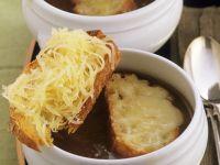 Elsässer Zwiebelsuppe mit Käsebrot