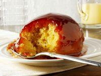 Englischer Pudding mit Erdbeersoße