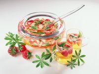 Erdbeer-Bowle mit Waldmeister