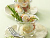 Feiner Wachteleiersalat mit geräuchertem Lachs
