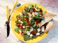 Feldsalat mit Radieschen und Käse