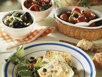 Feta mit Rucola und Oliven