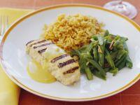 Fisch vom Grill mit grünen Bohnen und Reis