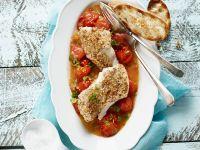 Fischfilet mit Nusshaube auf Tomaten