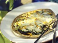 Fladenbrot mit Gemüse und Käse
