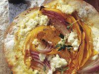 Flammkuchen mit Kürbis, Spinat und Schafskäse
