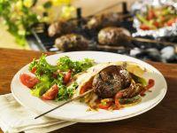 Fleischbällchen und Paprikagemüse in Pita-Tasche