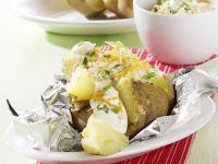 Folienkartoffel mit Gemüse-Quark-Dip