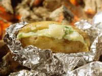 Folienkartoffeln mit Käse gefüllt