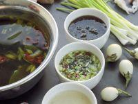 Fondue auf asiatische Art mit Meeresfrüchten und Dips