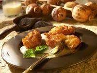 Frittierte Kartoffelklößchen mit Mohnsauce