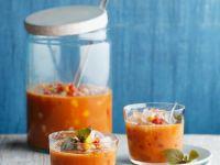 Fruchtige Gazpacho mit Mango