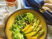 Fruchtiger Avocadosalat mit Hülsenfrüchten