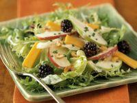 Fruchtiger Blattsalat mit Cheddar