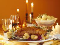 Gänsebraten mit Apfelblaukraut zu Weihnachten