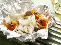 Gebackener Steinbutt mit Pilzen und Tomaten