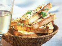 Gebackener Toast mit Schafskäse
