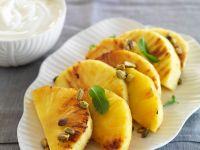 Gebratene Ananas mit Pistazien