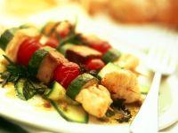 Gebratene Fisch-Gemüse-Spieße