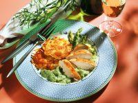 Gebratene Hähnchenbrust mit grünem Spargel