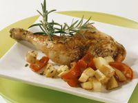 Gebratene Hähnchenkeule mit Rosmarin, Kartoffeln und Paprika