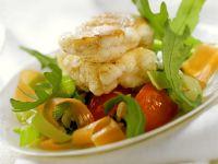 Gebratene Seeteufelmedaillons mit Gemüsereis