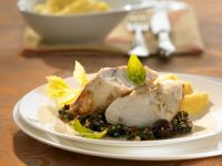 Gebratener Anglerfisch mit Olivensoße