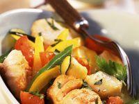 Gebratener Fisch mit Wok-Gemüse