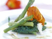 Gebratener Rohschinken mit Spargel und Spinat