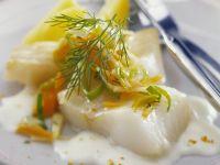 Gedämpfter Fisch mit Gemüse