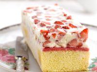 Geeister Kuchen mit Erdbeertopping