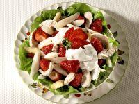 Geflügel-Spargelsalat mit Erdbeeren