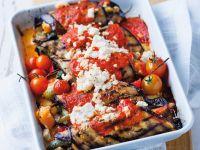 Gefüllte Auberginen mit Gemüse, Ricotta und Tomatensauce