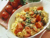 Gefüllte Nudeln mit Butter-Tomaten