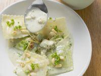 Gefüllte Nudeln mit Zitronen-Käse-Soße